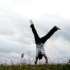 Як навчитися ходити на руках?