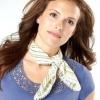 Як носити хустки на шиї