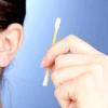 Чи потрібно чистити вуха