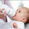 Чи потрібно зціджувати молоко після годування