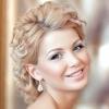Весільні зачіски на середні волосся для королеви урочистості
